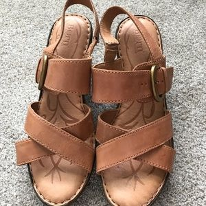 Born leather sandal size 9 excellent condition.